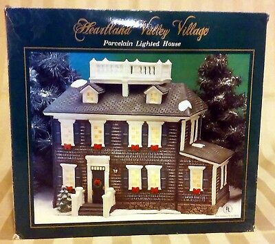 Heartland Valley Village Christmas Handpainted Porcelain Lighted House EUC w Box
