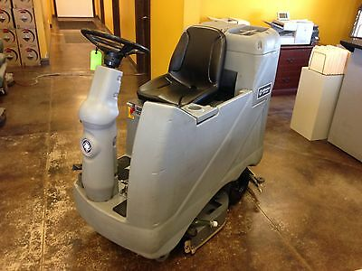 Advance Advenger 3210 Rider Floor Scrubber