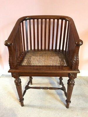 Stunning antique mahogany chair, in excellent condition, with carved detailing