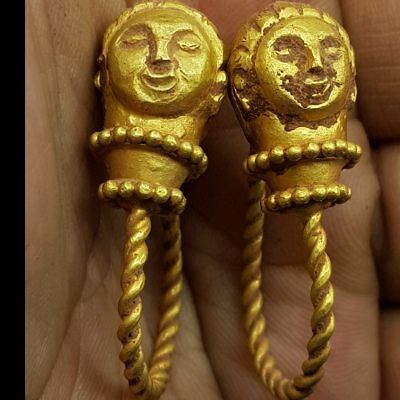 Rare Found Roman High Carat Gold Earings with Queen faces 15.35 grams    # 7C