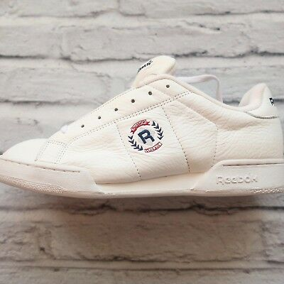 cf0c4bfebe562 VINTAGE 90S DEADSTOCK Reebok Classic Crest Logo Shoes -  49.99 ...