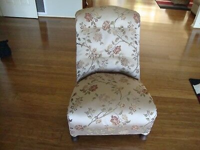 Antique armchair Bedroom, salon, new upholstery, beautiful material