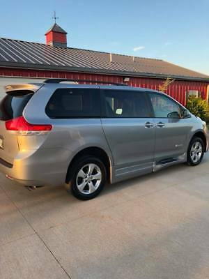 2013 Toyota Sienna  Handicapped Accessible Van, Toyota Sienna 2013, silver, Braun Ability side ramp