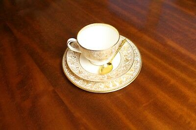 Vintage Wedgwood Gold Florentine Trio Cup Saucer & Tea Plate With Gold Spoon !!!
