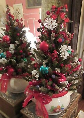 Small Decorated Christmas Tree Silk White & Red Flowers Glass Balls Bavaria Base