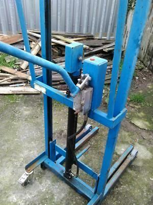 Smiths Industries Hydraulics Company High Lift Stacker