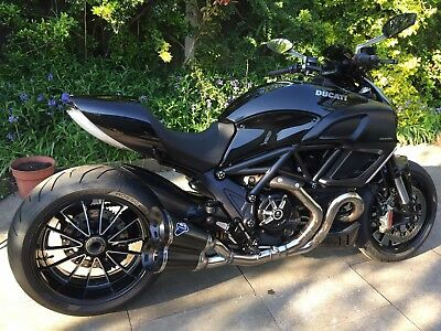 2011 Ducati Diavel 1200cc Gloss Black Beast Muscle Bike with Termis, New Tyres