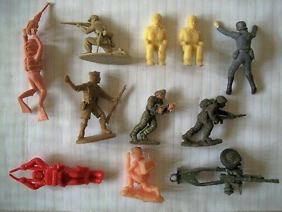 A GROUP OF PLASTIC 54mm WW2 FIGURES INCLUDING ONE RARE BY ROCCO