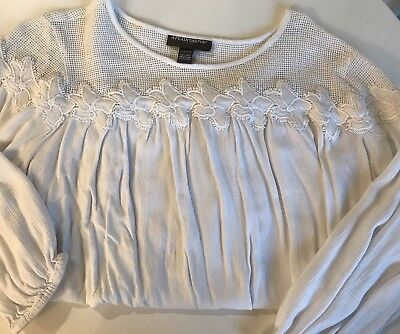A Pea In The Pod Maternity White Top With Lace Flowers - Small