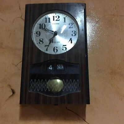 Rare Old Wooden RHYTHM Wall Clock w / Pendulum Chimes Battery Strike Home Decor