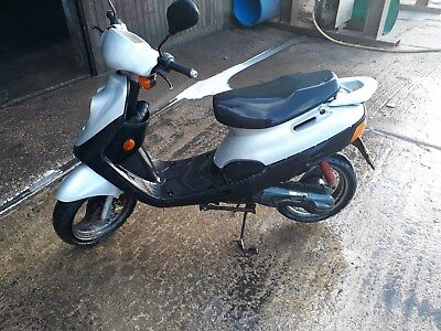 HER CHE 50 cc scooter