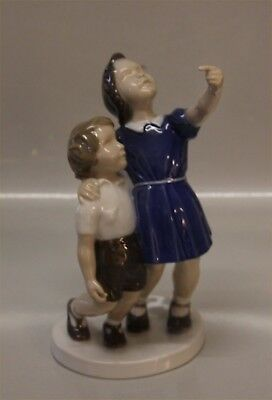 Statuina/figurine porcellana Copenhagen Bing & Grondahl 2278 Throw down the ball