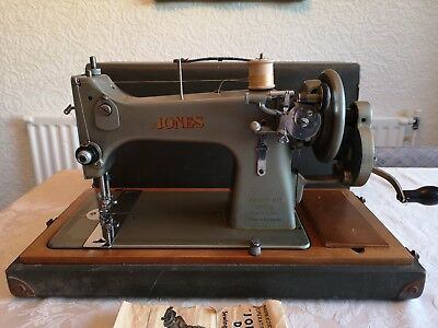 JONES FAMILY D53A  HANDCRANK SEWING MACHINE WITH CASE vintage