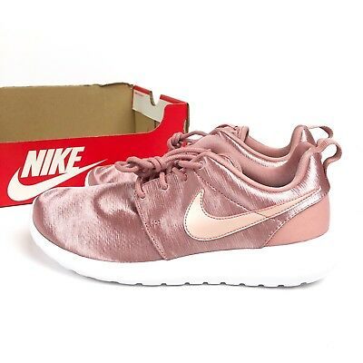 889a910204d NEW WITH BOX Nike Women s Roshe One PRM Satin Blush Pink Sneakers Shoes  Size 7