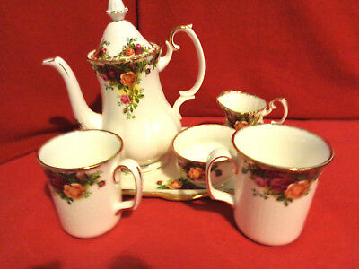 * ANTIQUE 1962 VERY RARE ROYAL ALBERT LARGE TEAPOT SET WITH 2 MUGS 1st QUALITY *