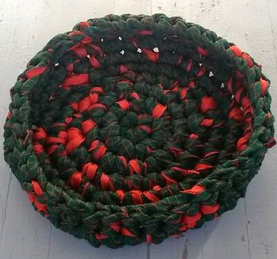 Handmade Crochet Rag Cat Bed Cat Bowl Recycled Red Green Quilt Fabric Washable