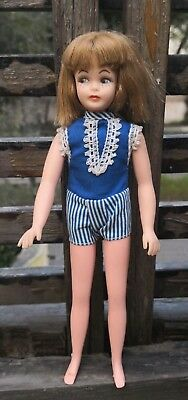 VINTAGE 1960's EEGEE L'IL SISTER DOLL ~ SKIPPER CLONE ~ BLUE OUTFIT