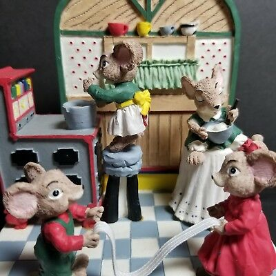 Decorative music box animated mice pulling taffy colorful plays Candy man