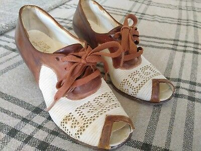 Classic 1930s - 1940s two tone summer spectator day shoes. Size US 6M-6.5N