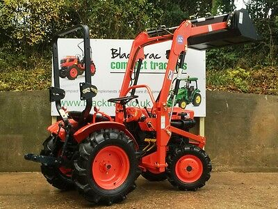 Kubota B7000 4Wd Compact / Small Tractor With Front Loader & Bucket