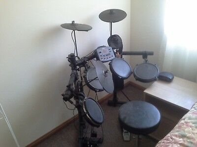 G-Tronic Edq2p 5 piece Electronic Drum kit, with head phones, stick bag and...