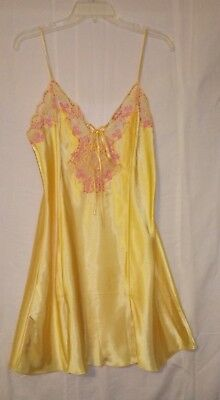 Fredericks of Hollywood Yellow SATIN & Pink LACE Nightgown size LARGE Negligee