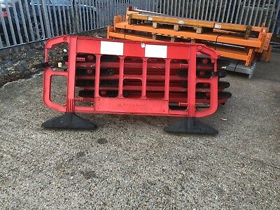 JSP Titan 2mtr Work Site Reflective Road Traffic Safety Barrier with Feet