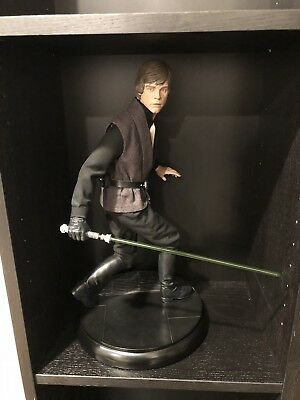 Sideshow Star Wars Luke Skywalker Jedi Knight Premium Format Figure Statue