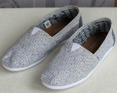 706561c1656 NEW! MEN S TOMS Classics White Canvas Slip On Casual Loafer Shoe ...