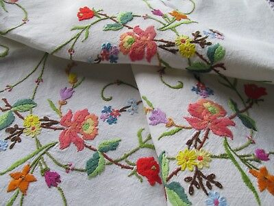Vintage Hand Embroidered Tablecloth-BEAUTIFUL RAISED FLORAL'S WITH LACE EDGING