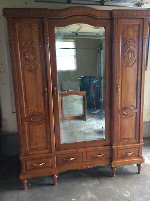 Early 19th Century French 3 Door Oak Armoire with Beveled Glas Mirror and Acces.