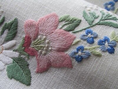 Vintage Hand Embroidered Table Runner-BEAUTIFUL RAISED FLORAL'S WITH LACE EDGING