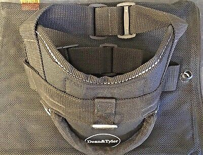 "Dean And Tyler Dog Harness Xs 20-23"" Girth."