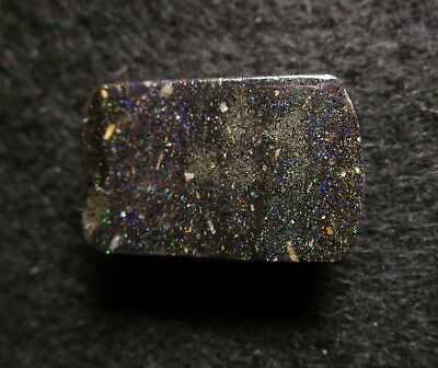 Black Matrix Opal aus Honduras Multicolour 26,20 ct