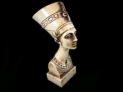Amazing Vintage Resin Bust Of The Egyptian Queen – Nefertiti!!!
