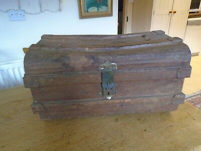 Vintage / Retro Metal Trunk