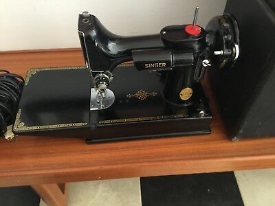 1947 Singer Model 221 Featherweight Portable Sewing Machine With Case And Keys