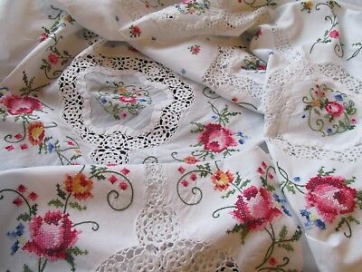 Beautiful Vintage Hand Embroidered & Crochet Lace Tablecloth/Bed Cover
