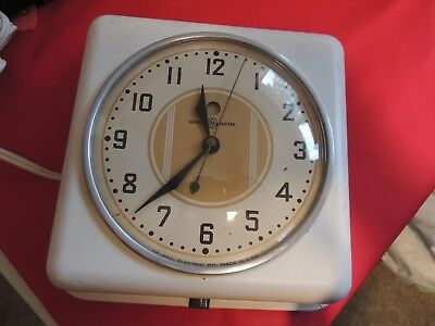 GENERAL ELECTRIC KITCHEN WALL CLOCK, VINTAGE 40-50's