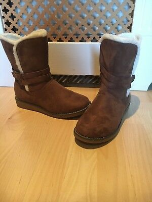 Brand New. CUSHION WALK Comfort Fluffy Boots. Brown Suede. Very Warm. Size 5