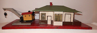 American Flyer Very Rare Brown & White House, Gray Crane 612 Station & Crane