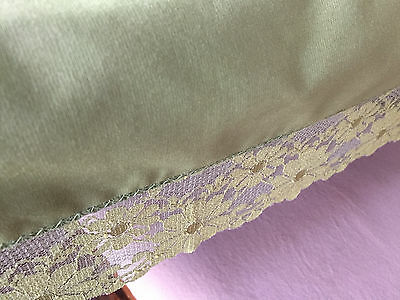 Vintage Tablecloth Solid Green Avocado Daisy Lace Trim 68 x 48