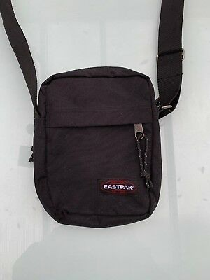"""sacoche homme  EASTPAK   """"The one""""  noire"""