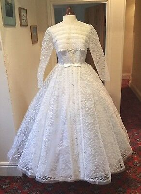 VINTAGE 1950's/60's WHITE LACE BALLGOWN STYLE WEDDING DRESS WITH TRAIN