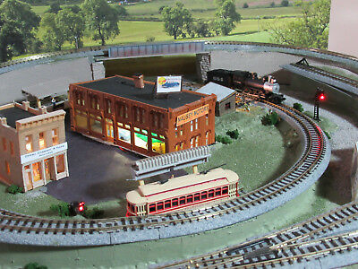 N SCALE COMPACT LAYOUT-ANIMATED WITH AUTOMATIC SIGNALS & LOCO SOUNDS-w/TROLLEY