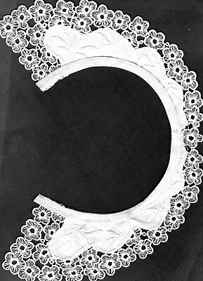 Vintage  Collar & Cuffs Set. White, Embroidered with Lace Around the edges