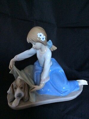 """Lladro figurine 5688 """"Dog's Best Friend"""" - Girl covering Dog with blanket"""