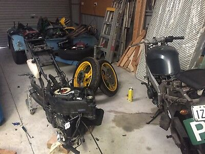 2000 And 1993 Kawasaki lot two bikes all parts ZXR 250s zx-2r zxr250
