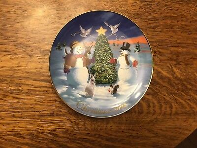 """AVON """"SHARING CHRISTMAS WITH FRIENDS""""CHRISTMAS PLATE 1992 Animals 22K Gold Trim"""