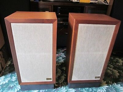 Acoustic Research 3a Speakers in Mint Condition